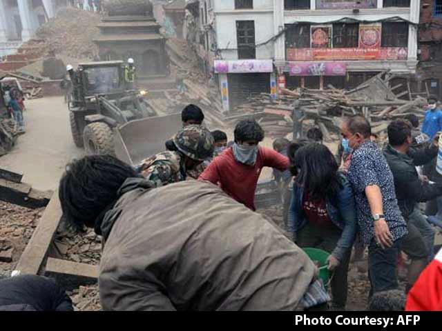 Video : Fresh 6.7 Magnitude Earthquake Hits Nepal; Over 2400 Killed
