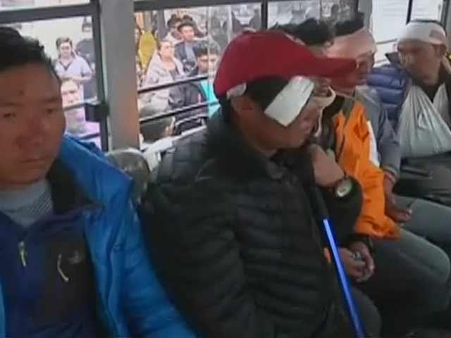 Videos : भूकंप के बाद एवरेस्ट के बेस कैंप की भयावह तस्वीरें