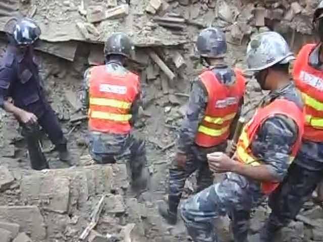 Videos : खबरों की खबर : भूकंप में तबाह नेपाल