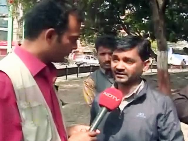 Videos : नेपाल में फंसे लोगों को निकालने के लिए यूपी रोडवेज की बसें पहुंची