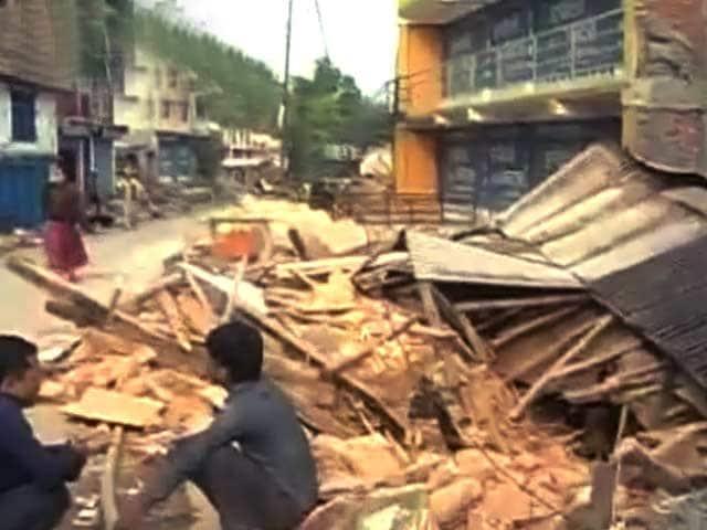 Videos : नेपाल में सिंधुपाल में राहत की बाट जोहते लोग