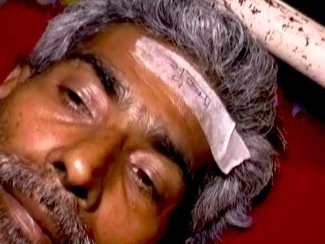 Videos : बिहार : घायलों के माथे पर चिपकाया गया 'भूकंप' लिखा स्टीकर