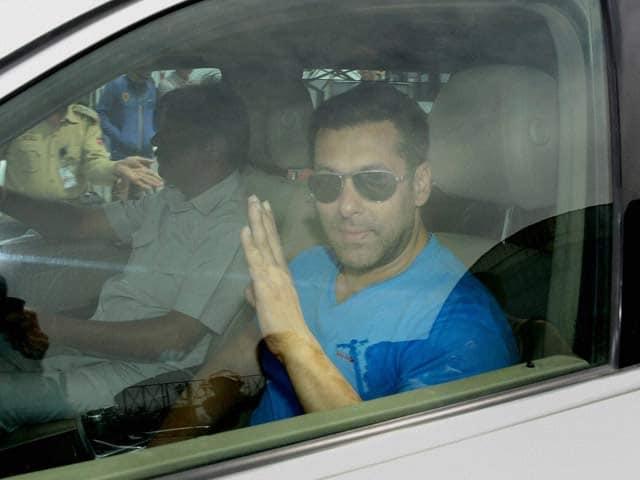 Video : Am Muslim <i>and</i> Hindu, Says Salman Khan to Judge