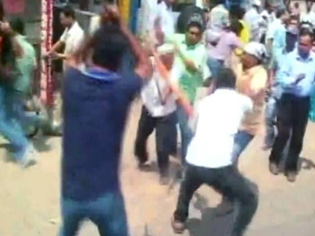 Video : बंगाल में विपक्ष ने बुलाया बंद, तृणमूल-सीपीएम कार्यकर्ता भिड़े