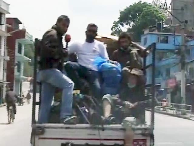 Videos : नेपाल में वॉलिंटियर्स के साथ एनडीटीवी की टीम