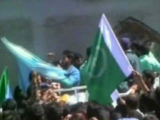 Video : Pakistani Flag Waved at Syed Ali Shah Geelani's Rally in Kashmir