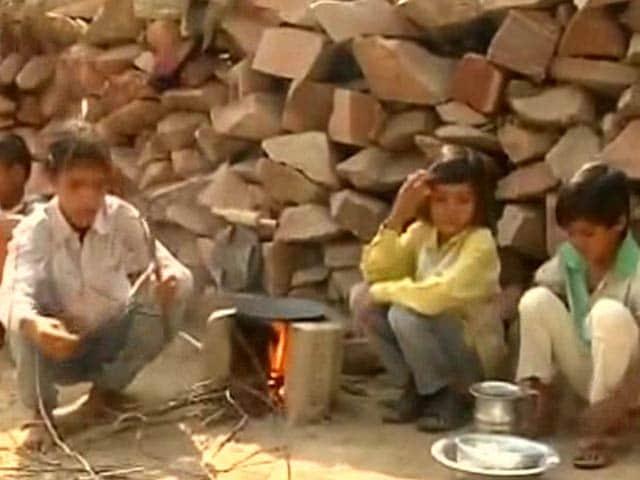 Videos : सीएम अखिलेश ने दिया आगरा के 4 अनाथ बच्चों की मदद का निर्देश