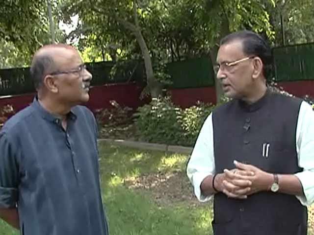 Videos : कृषिमंत्री राधामोहन सिंह के साथ चलते-चलते