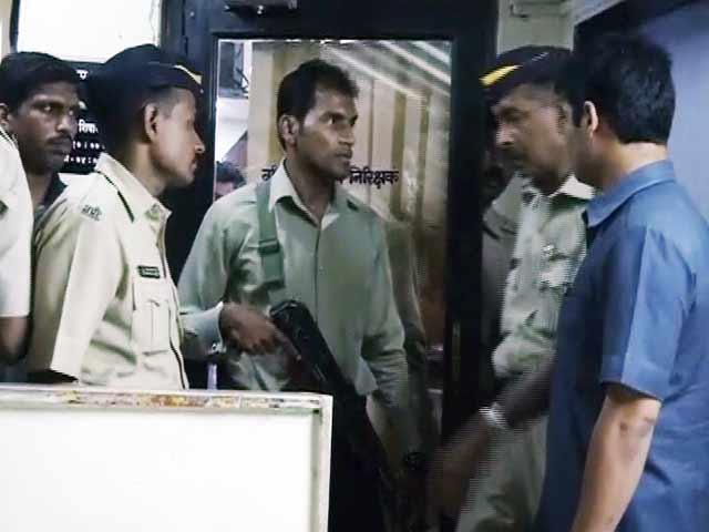 Video : मुंबई : थाने में ASI ने इंस्पेक्टर को मारी गोली, फिर खुद की ली जान
