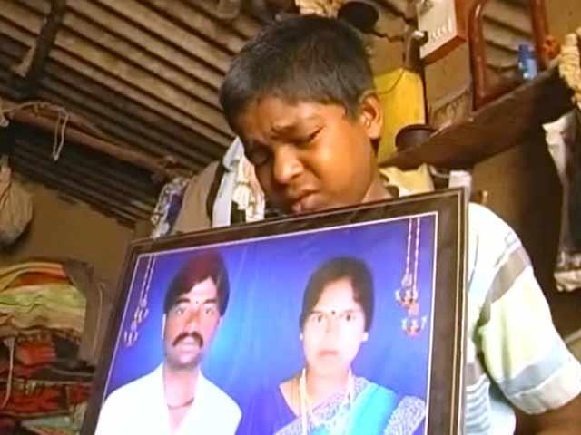 Video : तेलंगाना में किसान परिवार के अनाथ बच्चों की मदद को आगे आईं गुड़गांव की 50 मां