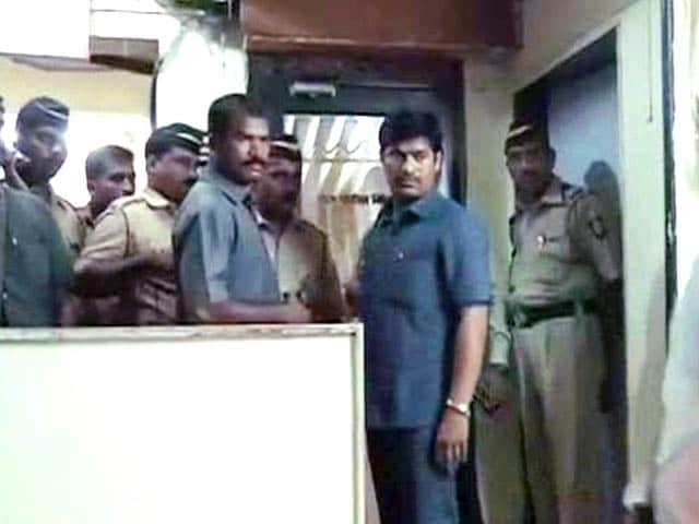 Video : Mumbai Cop Shoots Dead Senior and Then Himself at Police Station