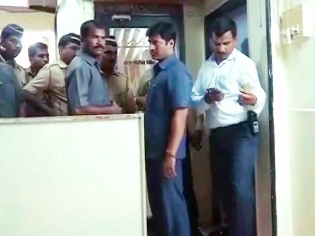 Videos : मुंबई : एएसआई ने इंस्पेक्टर को मारी गोली, खुद की ली जान