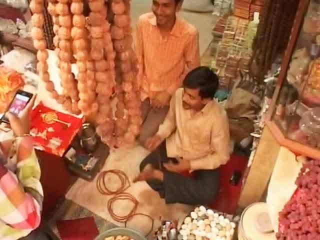 Videos : नेपाल में आए भूकंप ने बढ़ाई बनारस के व्यापारियों की परेशानी