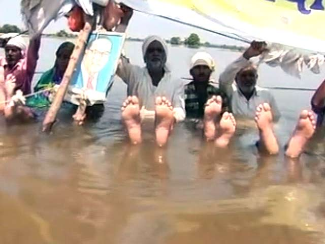 Video : In Fight for Help, These Farmers Have Been on a 'Water Protest' for 25 Days