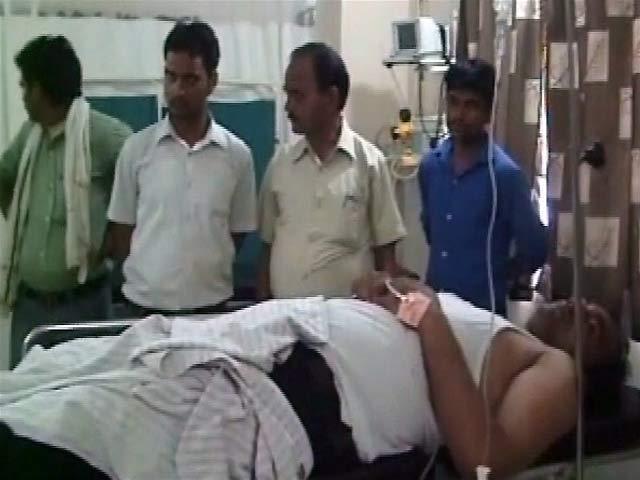 Videos : यूपी के मुरादाबाद में परीक्षा में नकल करने से रोकने पर छात्रों ने मार दी गोली