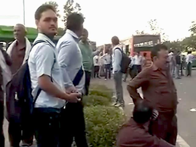 Video : साथी ड्राइवर की हत्या के विरोध में डीटीसी ड्राइवर हड़ताल पर