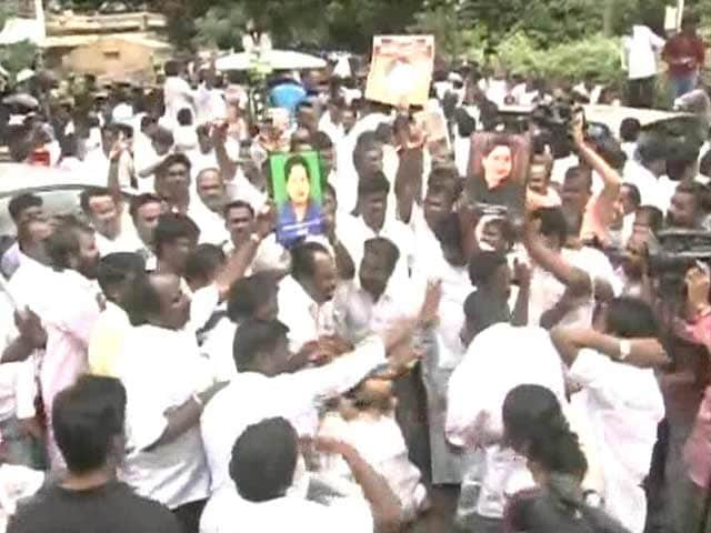 Video : Huge Celebrations Outside Jayalalithaa's Chennai Residence After Her Acquittal