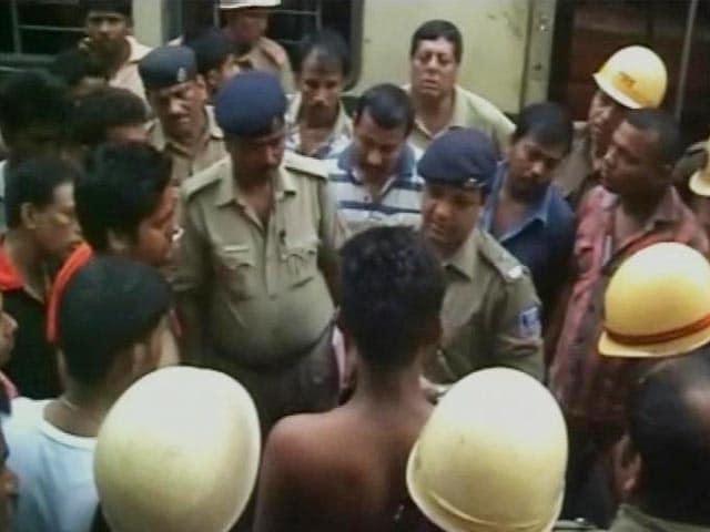 Video : 14 Injured on Kolkata Train as Passenger Allegedly Hurls Bomb After Argument