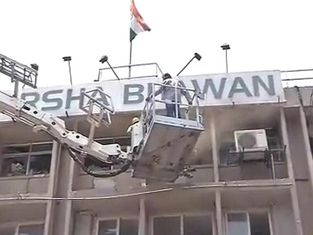 Video : After Fire at Central Delhi Bank, All Evacuated Safely: Officials