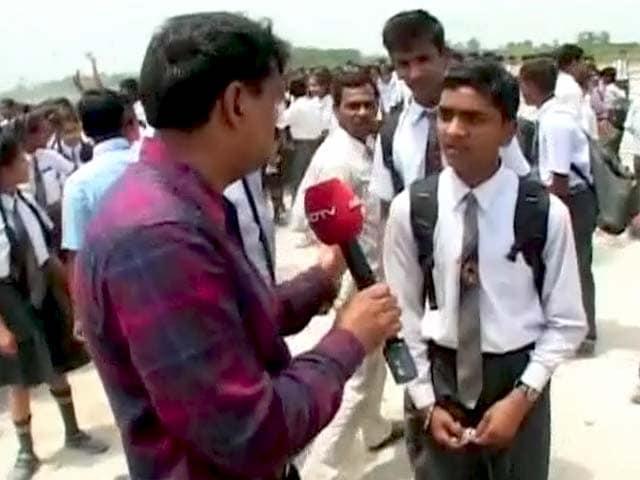 Video : अमेठी में भूकंप के झटकों के बाद खाली करवाया गया स्कूल