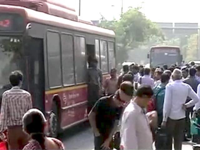 Videos : दिल्ली में डीटीसी कर्मचारियों की हड़ताल ख़त्म
