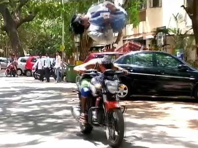 Videos : वर्ली ब्वॉयज़ के स्टंट देख कर आप रह जाएंगे दंग