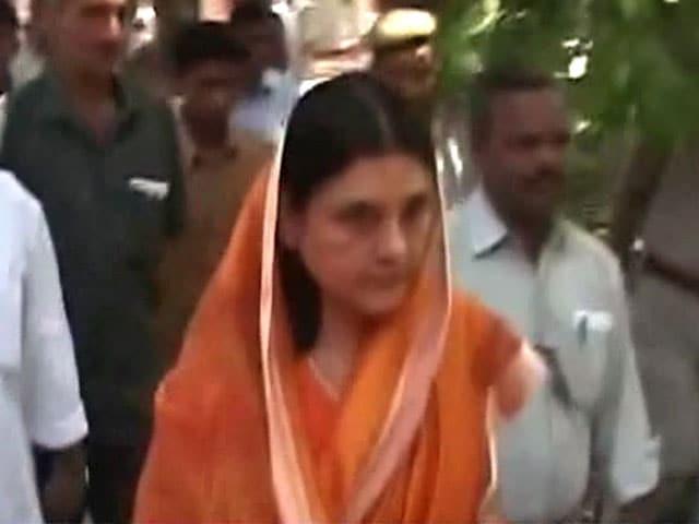 Videos : केंद्रीय मंत्री मेनका गांधी पर थप्पड़ मारने का आरोप