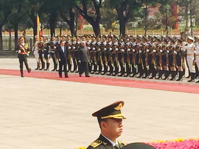 Video : Ceremonial Welcome for PM Modi in Beijing Ahead of Talks With Chinese Premier