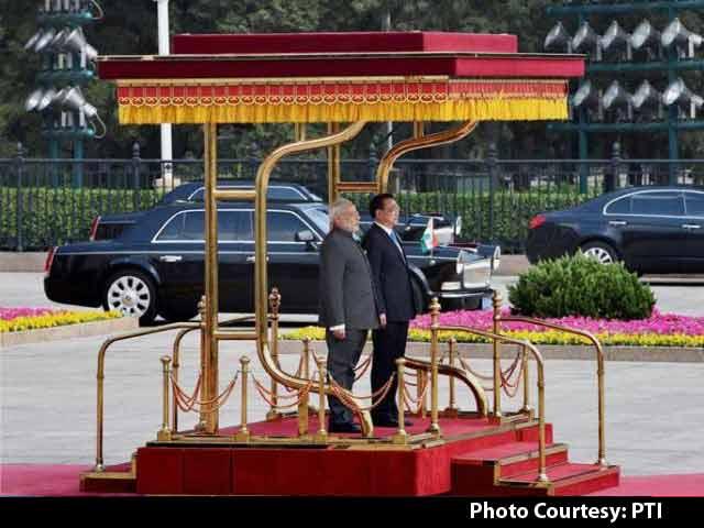 Video : बीजिंग में चीनी पीएम ली ने किया पीएम मोदी का औपचारिक स्वागत