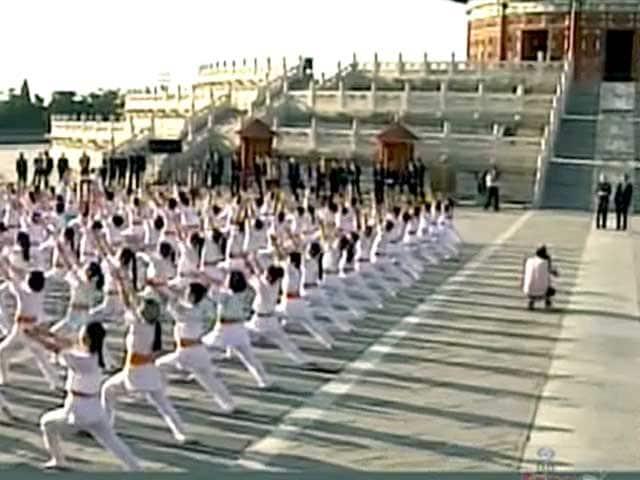 Videos : बीजिंग में पीएम मोदी ने देखा योग और ताइची का अनूठा प्रदर्शन