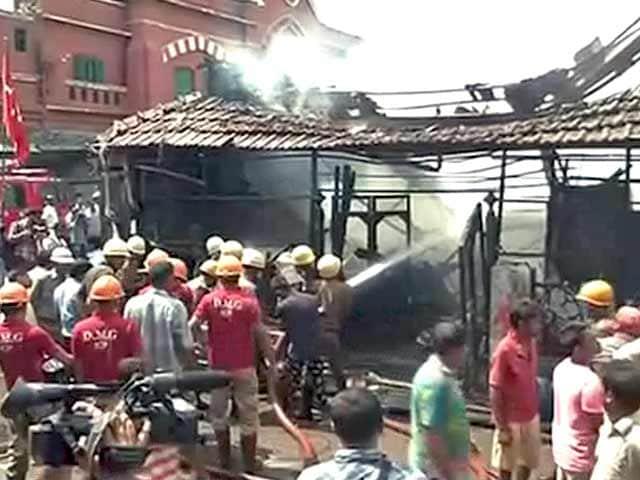 Videos : कोलकाता के मछली बाजार में लगी आग