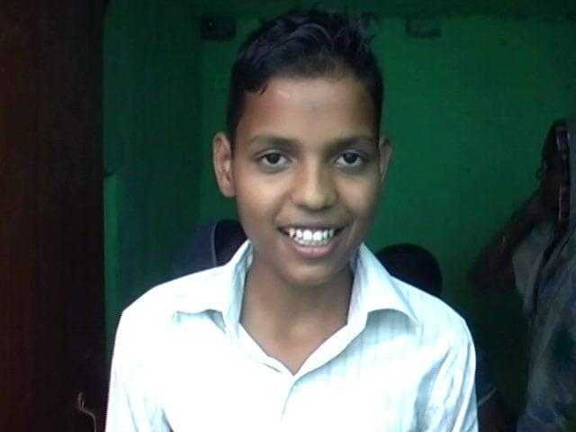Videos : यूपी की 10वीं परीक्षा में टॉपर बना किसान का बेटा सर्वेश