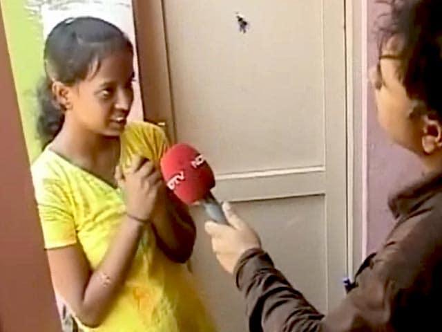 Videos : बेंगलुरु : घरों में बर्तन साफ़ कर पढ़ाई करने वाली छात्रा ने 12वीं में हासिल किए 85% अंक