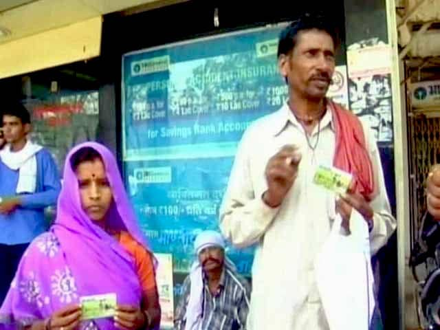 Video : Jan Dhan Yojana Gets Overwhelming Response in Madhya Pradesh, But Challenges Ahead