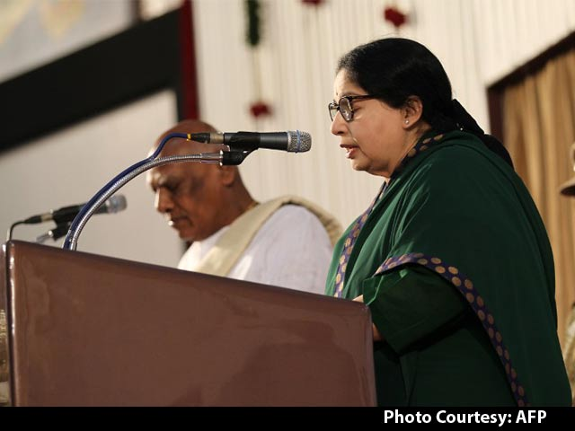 Video : Jayalalithaa Takes Oath as Tamil Nadu Chief Minister for the Fifth Time