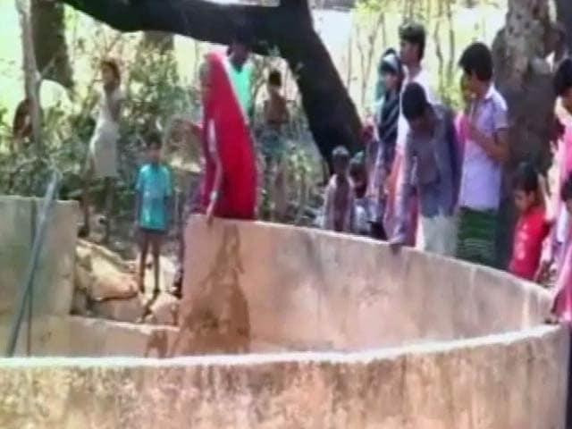 Video : मध्य प्रदेश में अगड़ों ने दलितों के पानी लेने पर लगाई रोक, प्रशासन मूकदर्शक