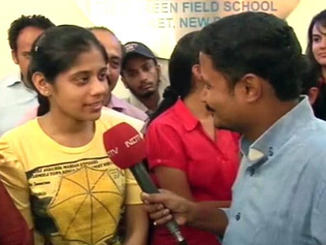 Videos : सीबीएसई 12वीं के नतीजों में दिल्ली की गायत्री बनी टॉपर