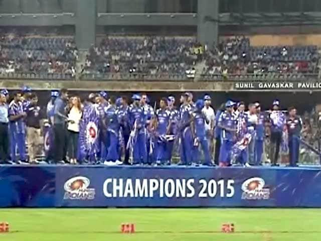 Videos : मुंबई इंडियंस ने वानखेड़े में मनाया आईपीएल की जीत का जश्न