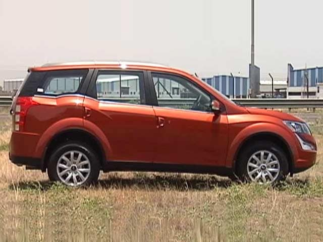 CNB Bazaar Buzz: Mahindra XUV500 Facelift Review, Add Bluetooth to Audio  System, ASK SVP & Daimler's India Plan
