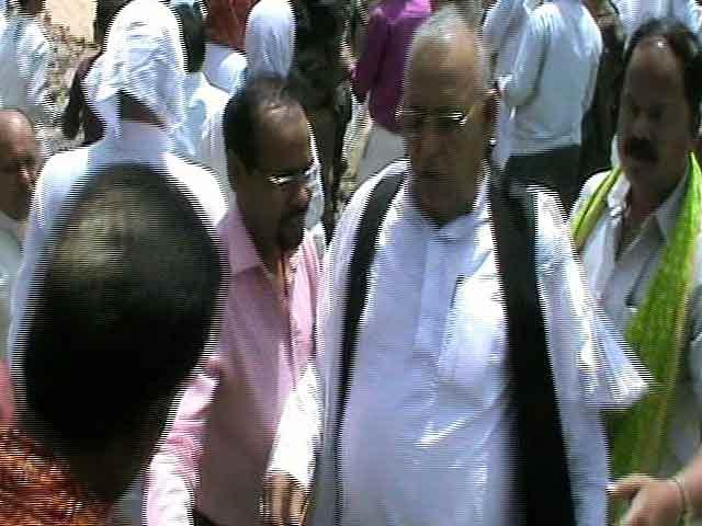 Videos : कैमरे में कैद : झारखंड के मंत्री की दबंगई, सरेआम आरजेडी के दो नेताओं को पीटा
