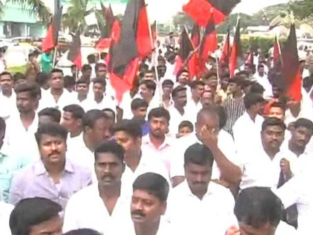 Video : IIT Madras Row: DMK, Other Groups Hold Protest