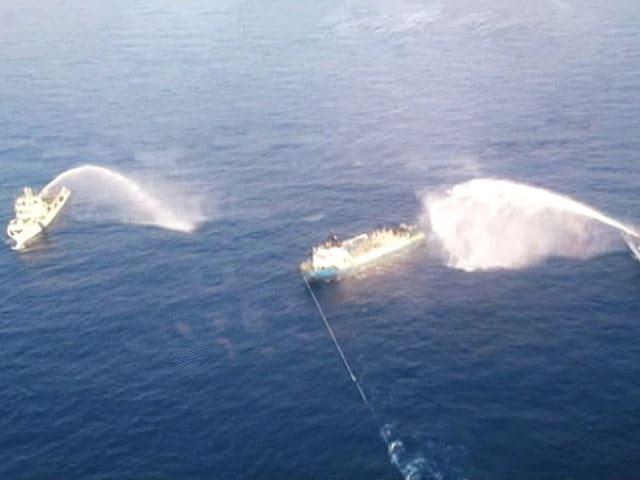 Videos : ONGC जहाज में लगी आग पर काबू पाया गया