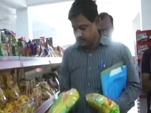 Videos : यूपी में मैगी के खिलाफ पड़ रहे हैं छापे, विज्ञापन करने वालों पर भी केस