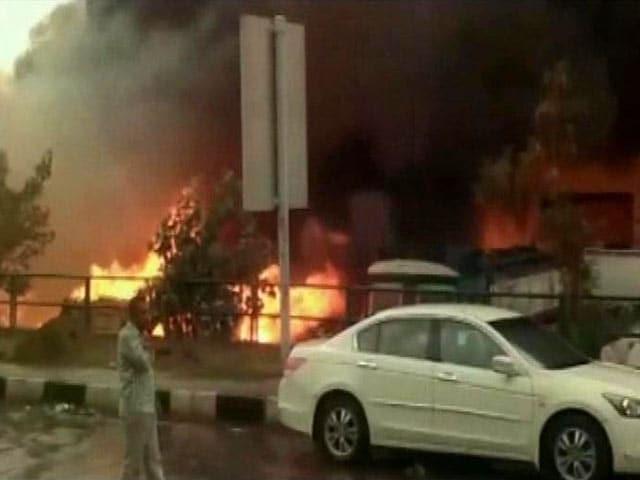 Video : Fire Breaks in Warehouse in Delhi's Punjabi Bagh, No Casualties Reported