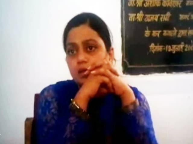 Videos : मध्य प्रदेश में खनन माफियाओं ने महिला इंस्पेक्टर पर किया हमला