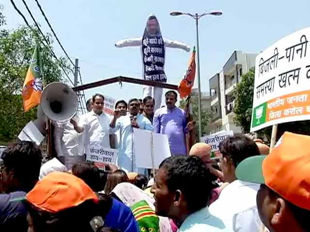 Videos : दिल्ली में पानी की किल्लत को लेकर AAP सरकार के खिलाफ बीजेपी ने खोला मोर्चा