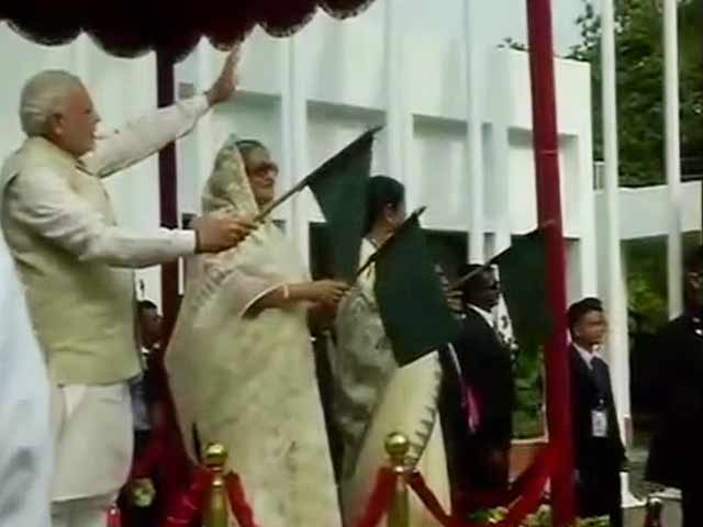 Video : PM Modi, Bangladesh PM Flag Off Kolkata-Dhaka-Agartala Bus Service