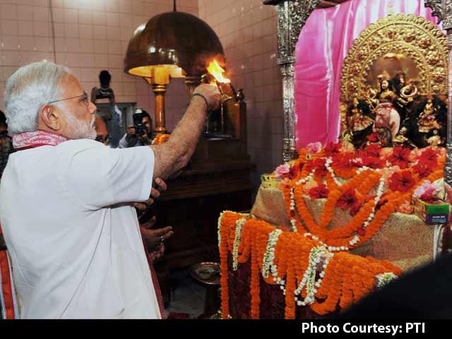 Video : PM Narendra Modi Visits Dhakeshwari Temple, Ramakrishna Mission in Bangladesh