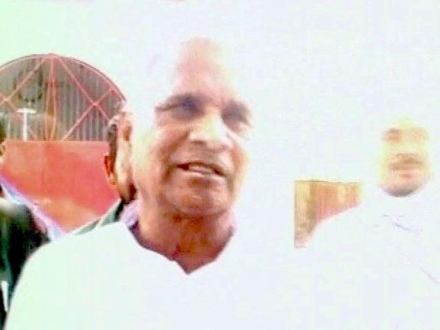 Videos : सपा नेता का शर्मनाक बयान, 'लड़का-लड़की की आपसी सहमति से होता है बलात्कार'