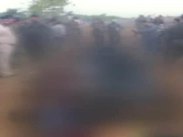 Videos : झारखंड : 12 संदिग्ध नक्सली ढेर, एके 47 समेत कई हथियार बरामद